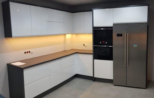 Biało czarna meble kuchenne