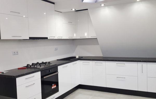 Biało czarna kuchnia lakierowana