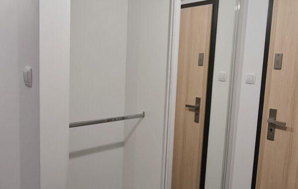 Zabudowa w korytarzu